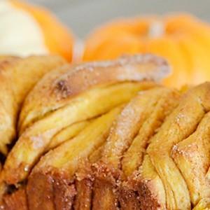 pumpkin spice pull apart bread
