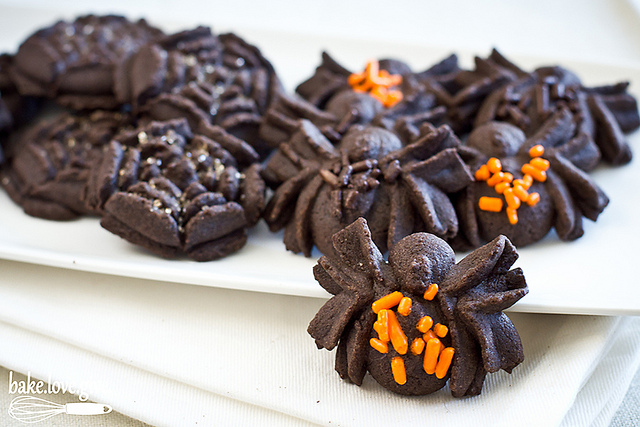 spooky spider chocolate spritz cookies - Bake Love Give